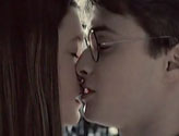 Ginny-and-Harry-Kiss-CLOSEEEE-harry-and-ginny-6328089-1280-560